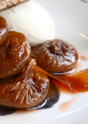 Roast figs and vanilla ice cream